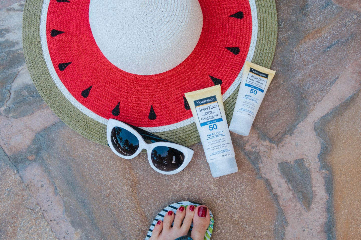 Using Neutrogena's Sheer Zinc Mineral Sunscreen to protect my skin against the summer rays