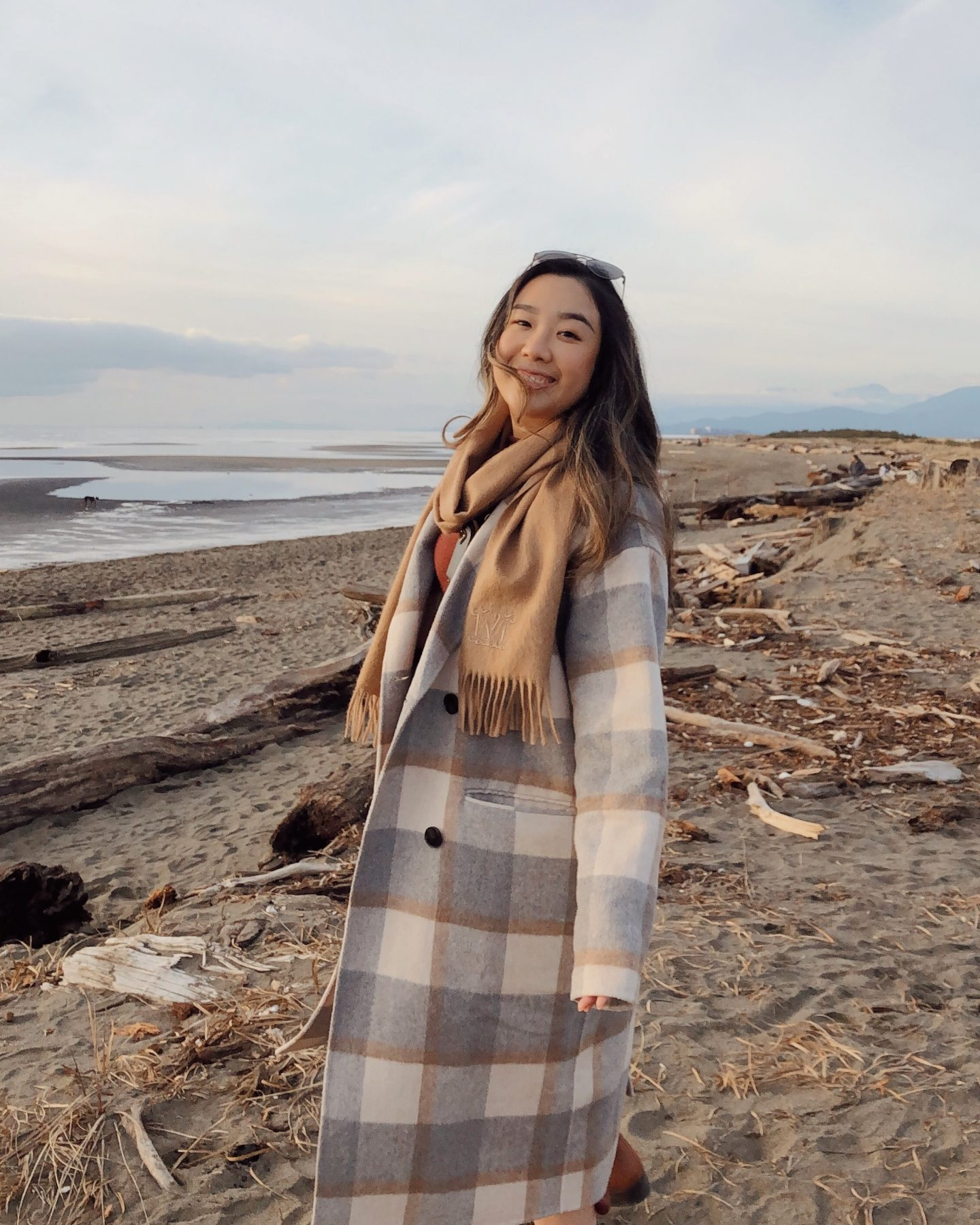 Using my phone to take photos on the beach with my plaid coat | how to take great photos with just your cell phone